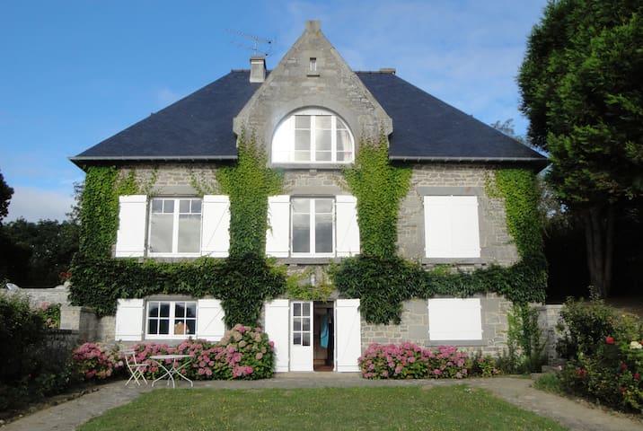 Maison familiale avec vue splendide sur la mer case in for Splendide planimetrie della casa