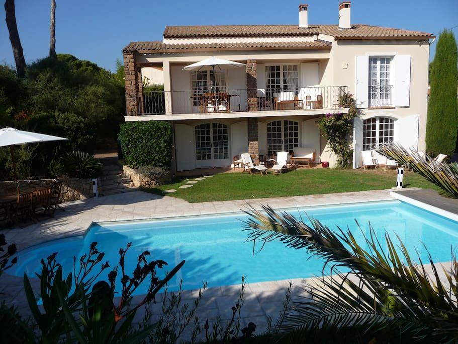 Villa avec piscine proche de la mer villas louer for Villa a louer en provence avec piscine
