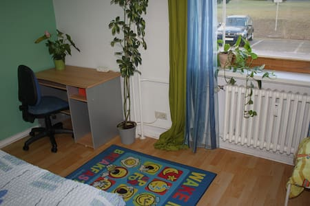 Bright room with workplace and comfortable bed/s - Berlim - Apartamento