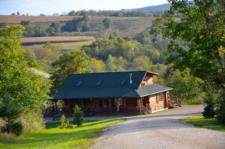 Sunset Ridge Log Cabin sleeps 6 - Harpers ferry - Blockhütte