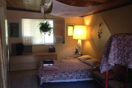 Palisade Room in The LaunchPad Bed and a Bagel - Moab - Bed & Breakfast