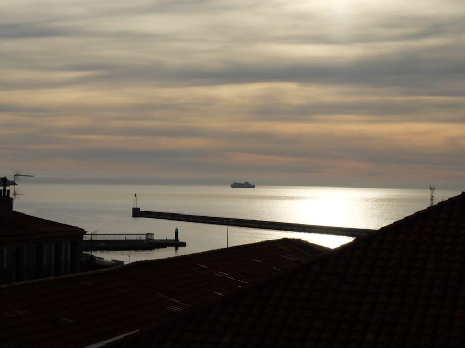 l'entrée du port de Marseille vue des 3 pièces de l'appartement