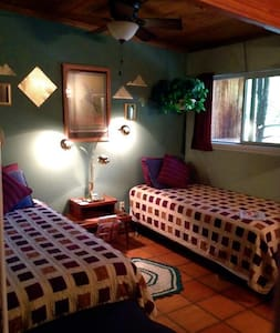 Labyrinth Room in The LaunchPad Bed and a Bagel - Moab - Bed & Breakfast