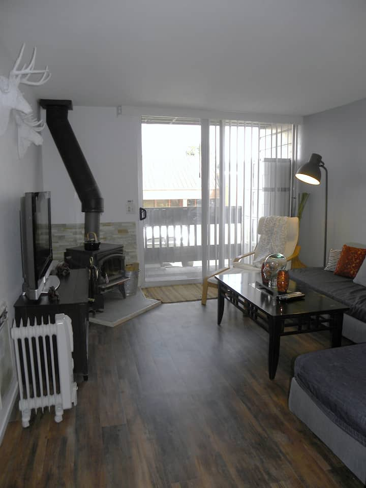 Best Deal! Prime location, 1st Floor, Sleeps 5!!