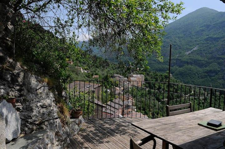Maison de village avec terrasse/vue SAORGE