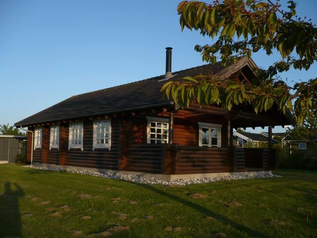 Rundtønner-sommerhus med havudsigt.