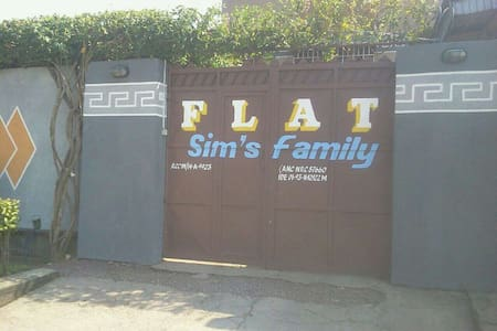 Flat SIMS' FAMILY - Kinshasa