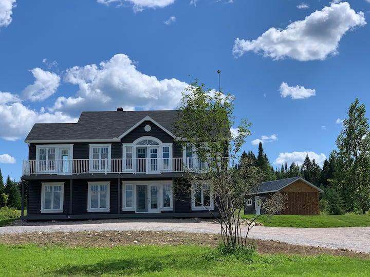 Grande maison à la campagne. Superbe vue  !