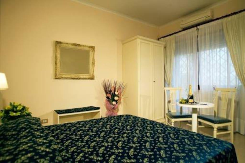 Camera Superior con balcone ed ampio bagno.