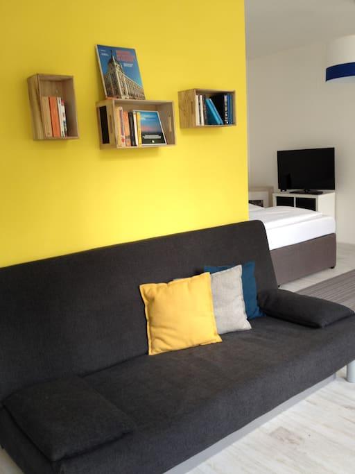 gemütliches Sofa, ausklappbar bis 1,40 m Liegefläche