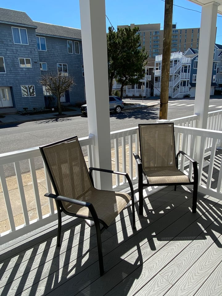 GREAT LOCATION! 400 FEET TO BEACH & BOARDWALK