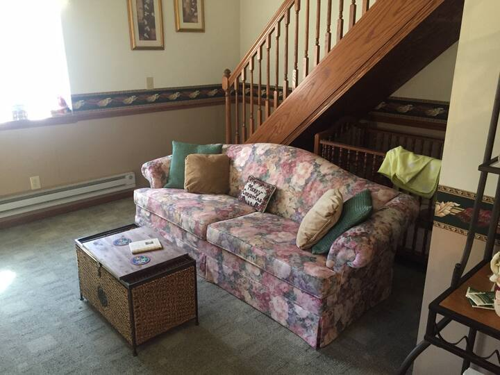 1BR Guest House on Beautiful Private Property