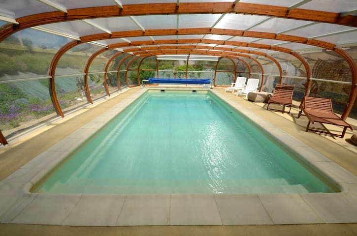 French gite with indoor pool next to Puy du Fou - Chantonnay - Hus