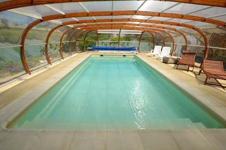 Gîte nature avec piscine couverte - Hus