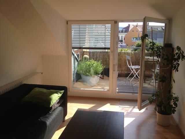 Schönes Zimmer mit sonnigem Balkon - Konstanz - Departamento