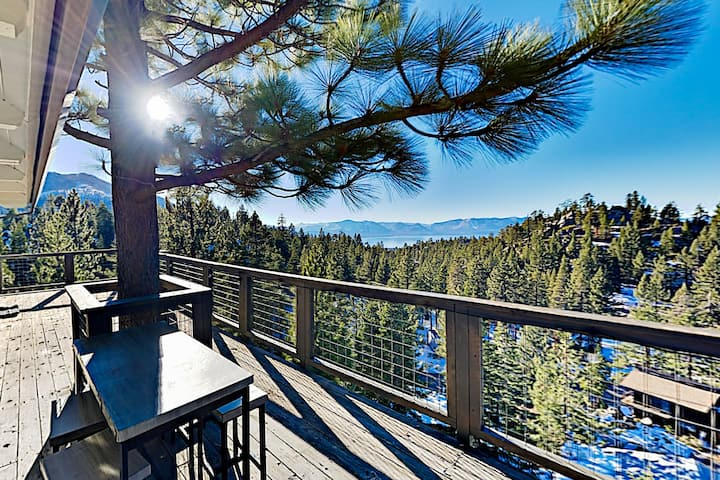 Mountain & Lake-View Hideaway with Alfresco Dining