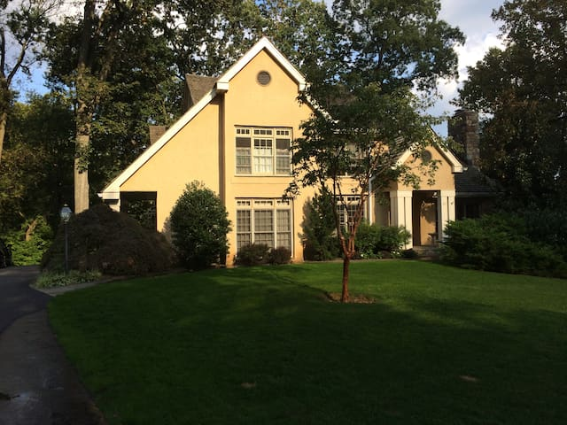 Home for rent- Sept 2015 Pope Visit - Malvern - Hus