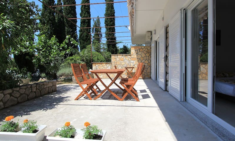 2 in 1 app!  200m from sandy beach and restaurants - Crikvenica