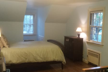 Private bedroom in a tranquil rural setting - Fitchburg - Casa
