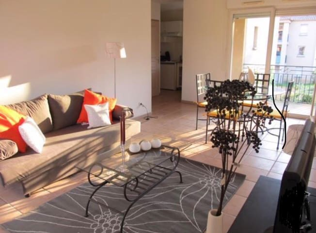 Appartement au pied de la cité + Piscine + Parking