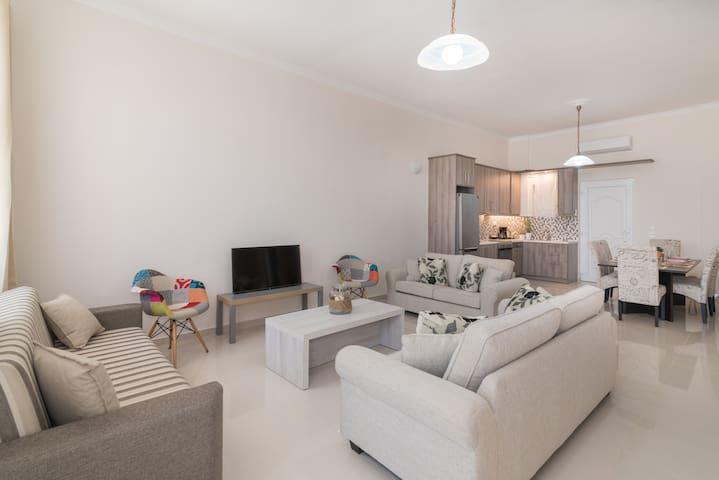 'Luna Nera' Beachfront Apartment
