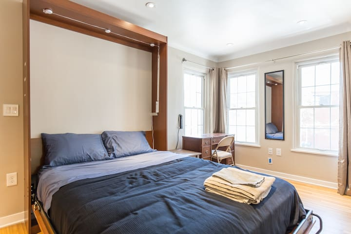 Queen Bed, Towels, Linens, HUGE amounts of light (with thick, room darkening curtains)
