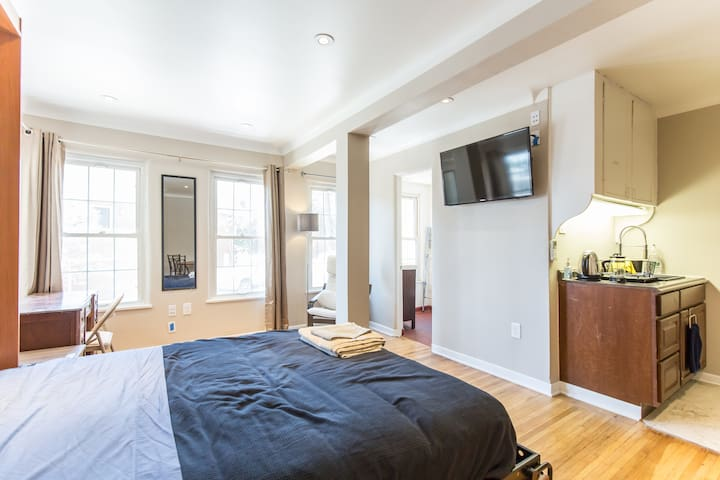 High Def TV (tens of thousands of shows and movies on Netflix/Amazon/HBO). Private bathroom, kitchenette, desk with great view, Queen sized bed.