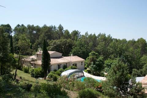 Maison d'hôtes à Flayosc, entre mer et Verdon.