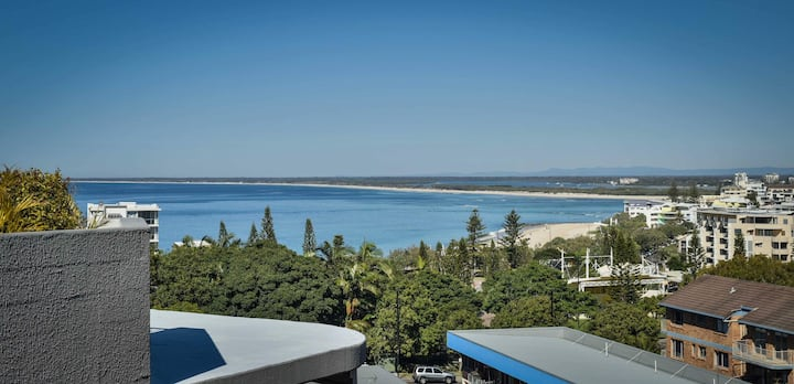 Lovely Kings Beach Views in Renovated Holiday Unit