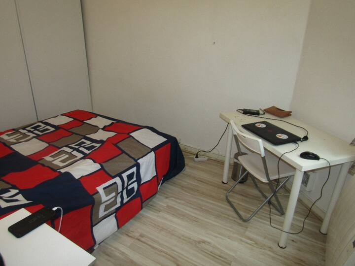 Comfortable private double bedroom in central flat