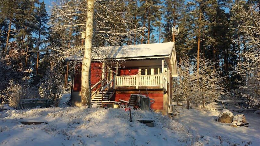 Litet hus på landet vid en sjö - Stockholms län, SE - Casa