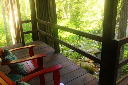 Ouzel Nest Creekside Private Suite near Yosemite