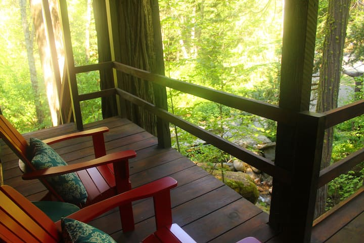 Ouzel Nest Creekside Private Suite near Yosemite