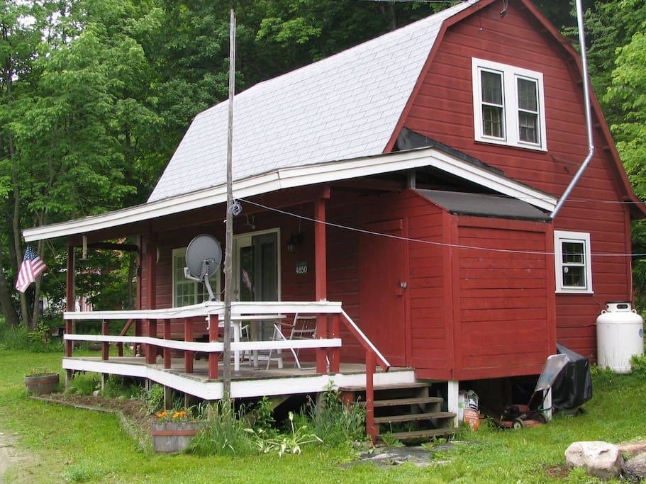 VT style cabin - listen to the babbling brook across the way