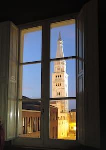 Modena, la tua camera con vista - Modena - Departamento