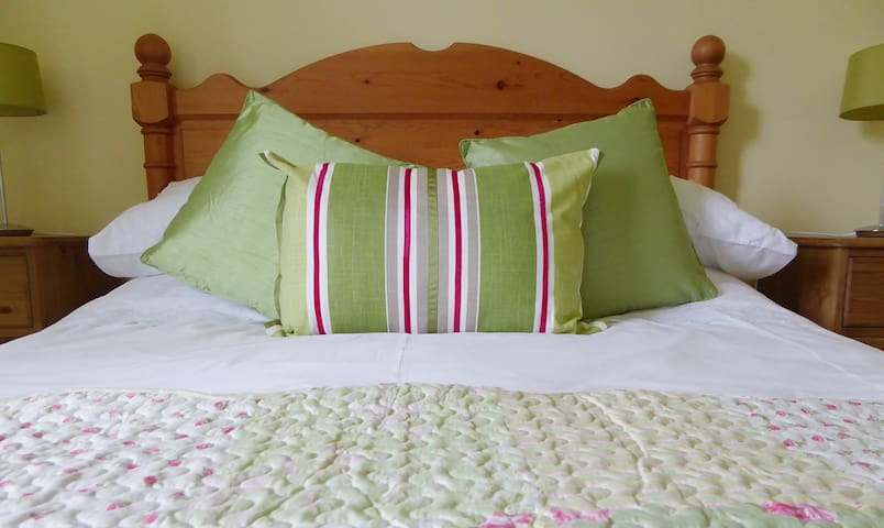 The Portesham - Pump Cottage B&B - Weymouth - Bed & Breakfast