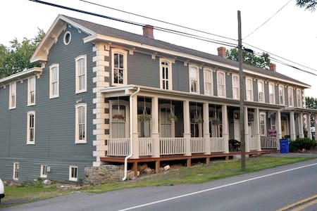 Historic Apartment in Frederick Co. - Union Bridge