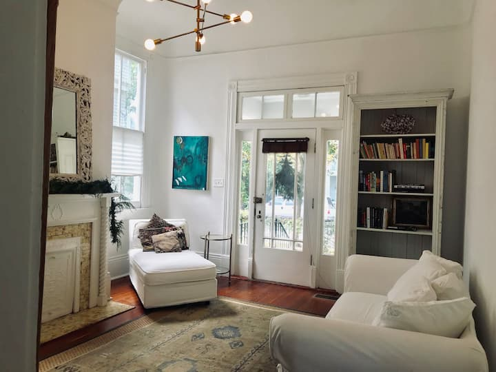 Charming Uptown Private  1BD Apartment