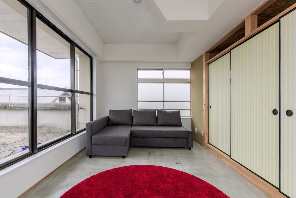 Penthouse living-room/2 persons can also sleep here (there are now curtains on the windows).
