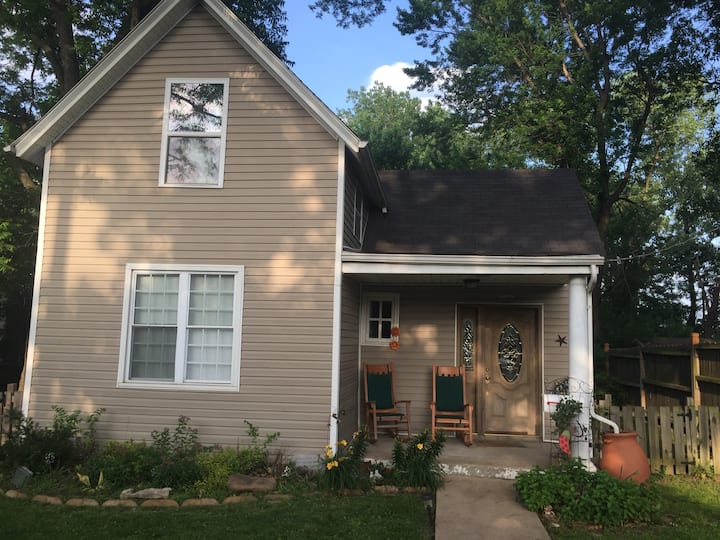 Fantastic 2BD home near Maplewood!