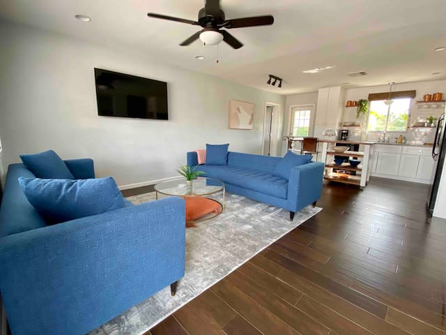 Mid-Century Modern Stay in the Heartbeat of Tempe!