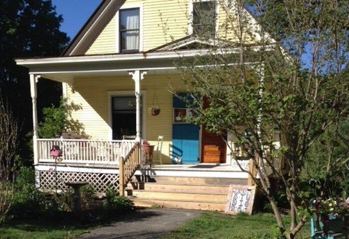 VT Artist's Cozy Home/Art Studio