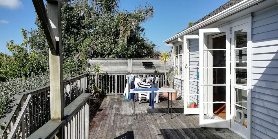 Lovely 2 bedroom seaview house near Mission Bay