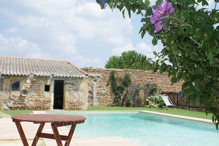 Rustic cottage in old Camargue Mas