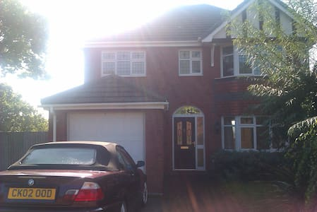 New executive house in leafy area 1 double bed - Barry - Casa