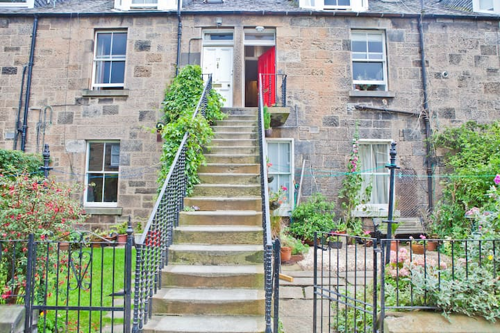 A charming Edinburgh colony home