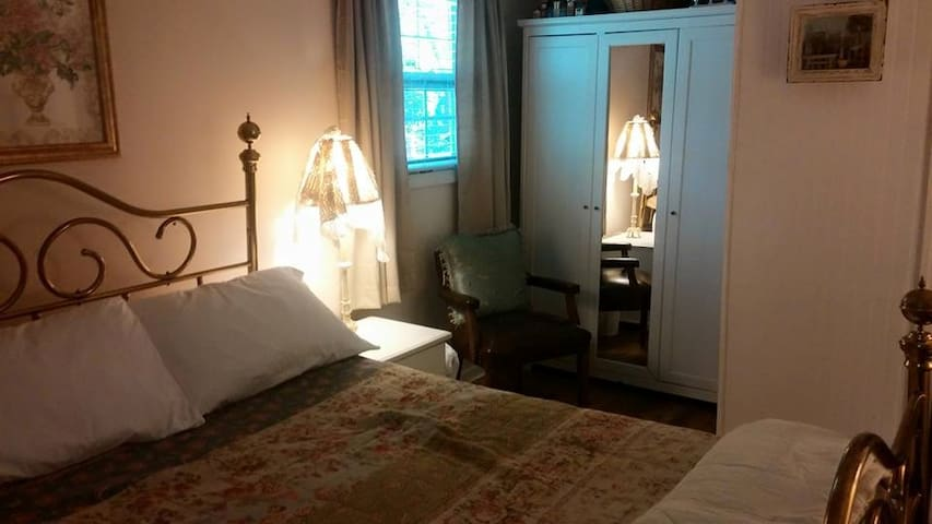 Spare bedroom (King size)