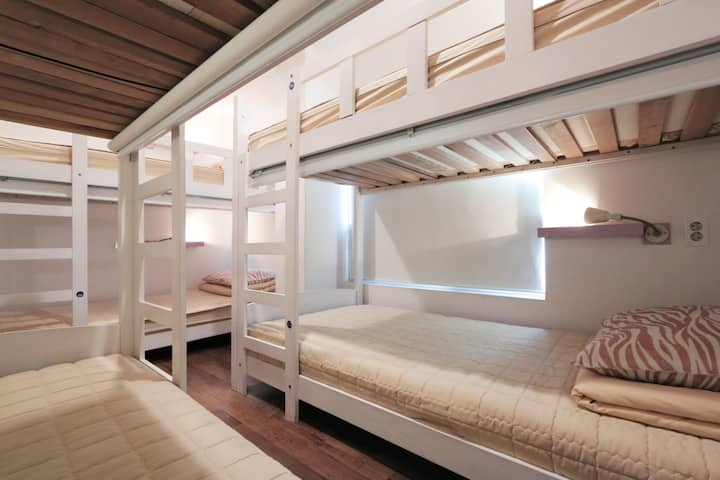 Cozy 6 dorm room only for female