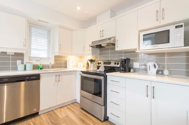 Brand New Downtown 1 Bedroom- Hintonburg