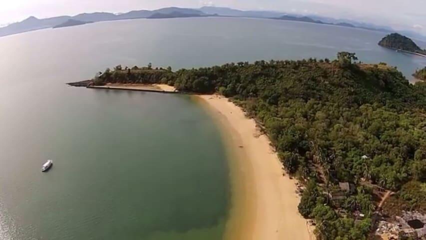Sabai Sabai Cozy Seafront Bungalow 2